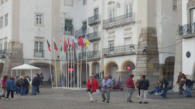 Citurismo Évora_Praça Gitaldo&#10地方: Évora&#10照片: Citurismo Évora
