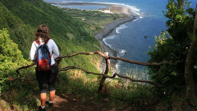 Fajãs 地方: Ilha de São Jorge nos Açores 照片: Publiçor