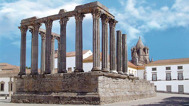 Tours Évora Genuína_Templo Romano&#10Place: Évora&#10Photo: Tours Évora Genuína