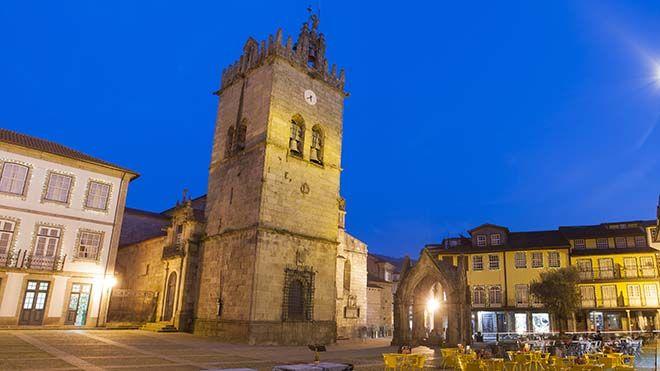 Igreja de Nossa Senhora da Oliveira Lieu: Guimarães Photo: Shutterstock_Cristovao