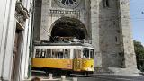 Tram 28 and Romanesque Cathedral&#10Plaats: Graça&#10Foto: Turismo de Lisboa