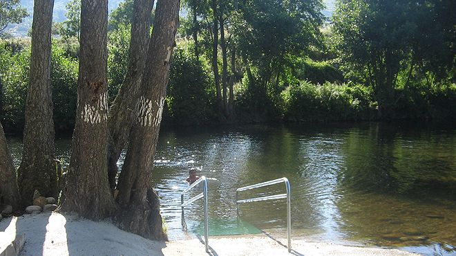 Praia fluvial de Aldeia Viçosa Place: Guarda Photo: ABAE