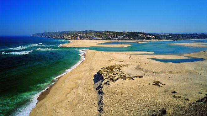 Praia Da Foz Do Arelho Mar E Lagoa Wwwvisitportugalcom
