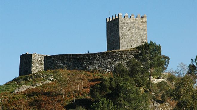 Castelo de Arnoia&#10照片: Rota do Romanico