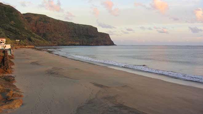 Praia Formosa&#10Local: Ilha de Santa Maria - Açores&#10Foto: ABAE - Associação Bandeira Azul da Europa
