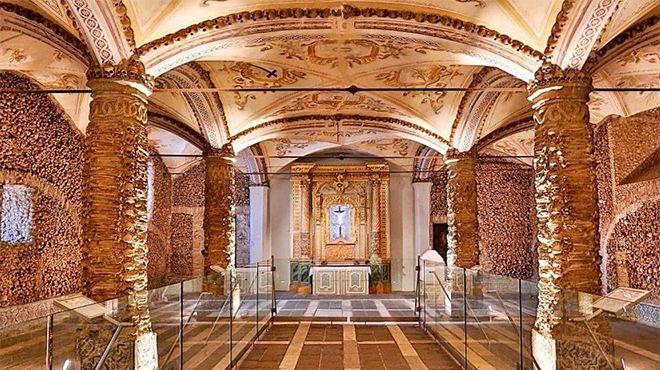 Tours Évora Genuína_Capela dos Ossos&#10Place: Évora&#10Photo: Tours Évora Genuína