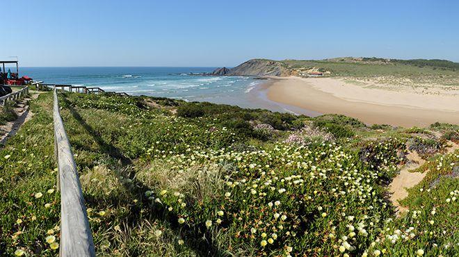 Praia da Amoreira Ort: Aljezur Foto: Shutterstock_Filipe Varela