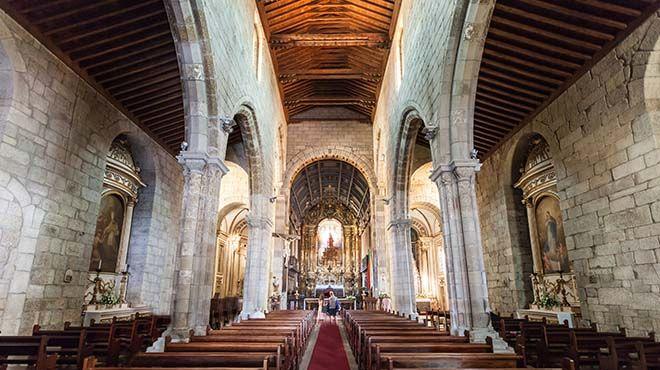 Igreja de Nossa Senhora da Oliveira Lieu: Guimarães Photo: Shutterstock_saiko3p