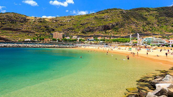 Praia Banda d'Além&#10地方: Machico&#10照片: Shutterstock_MD_DaLiu