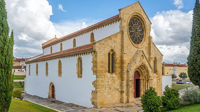Church of Santa Maria do Olival in Tomar&#10Lugar Tomar&#10Foto: shutterstock_653758831_Por milosk50