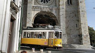 Tram 28 and Romanesque Cathedral&#10Place: Graça&#10Photo: Turismo de Lisboa