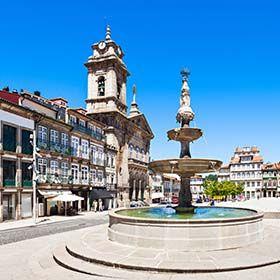 Largo do TouralOrt: GuimarãesFoto: Shutterstock_saiko3p