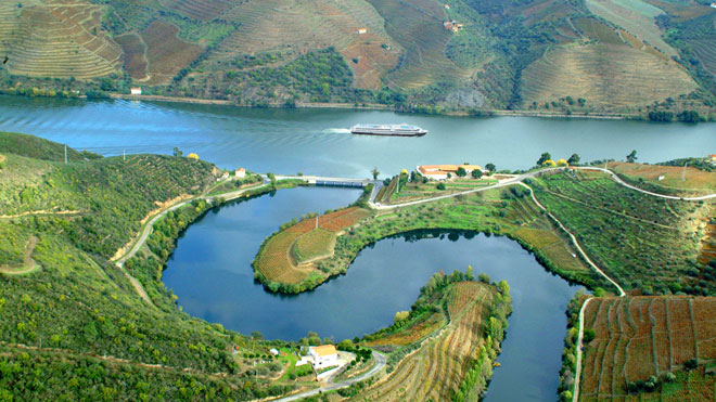 https://www.visitportugal.com/sites/www.visitportugal.com/files/mediateca/Douro-Valley--by-Porto-Conv.jpg