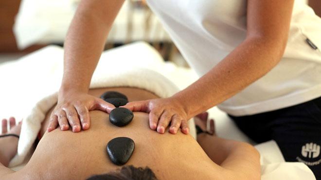 Hot Stone massage in Termas da Ferraria, São Miguel Island ©Publiçor and Turismo dos Açores