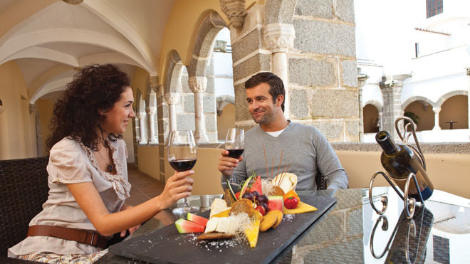 Wine and food tasting ©Turismo do Alentejo