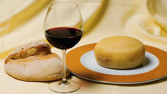 Wine bread and cheese&#10Ort: Alentejo&#10Foto: Turismo do Alentejo