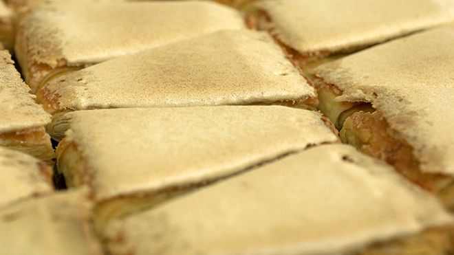 Pasteis Jesuítas - Portuguese traditional pastry&#10Lugar Santo Tirso&#10Foto: Turismo de Portugal