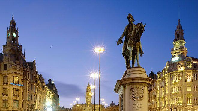 Praça dos Aliados&#10Место: Porto&#10Фотография: Rui Cunha