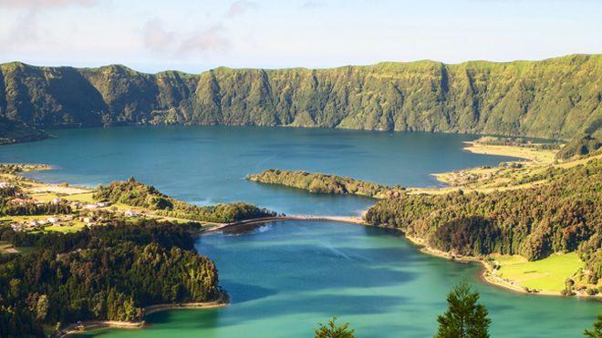 Newtour&#10Local: Ponta Delgada&#10Foto: Newtour