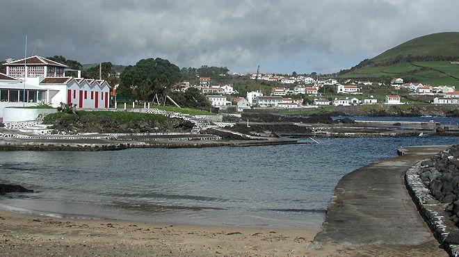 Zona Balnear de Porto Martins&#10Local: Praia da Vitória - Terceira&#10Foto: ABAE