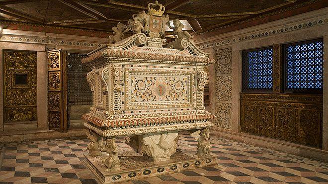 Convento de Jesus - Túmulo Santa Joana&#10Lugar Aveiro&#10Foto: Museu de Aveiro