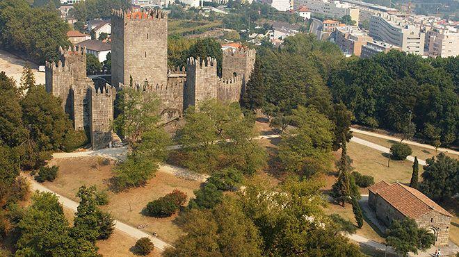 Castelo de Guimarães&#10Local: Guimarães&#10Foto: Direcção Regional de Cultura do Norte