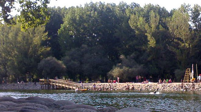 Praia fluvial de Valhelhas&#10Local: Guarda&#10Foto: ABAE