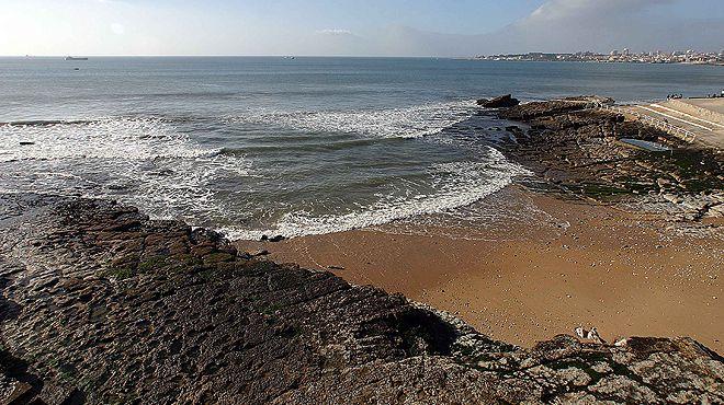 Praia da Azarujinha&#10Local: Estoril - Cascais&#10Foto: JTCE