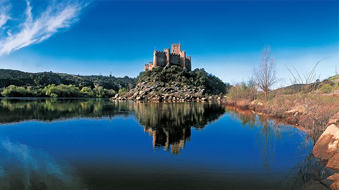 Castelo de Almourol&#10場所: Almourol&#10写真: Paulo Magalhães