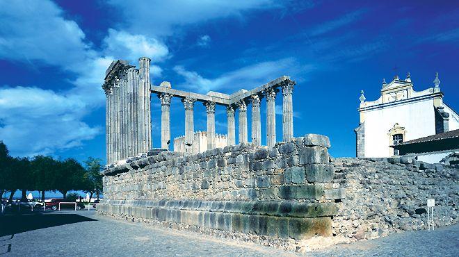 O Templo romano e a Sé de Évora