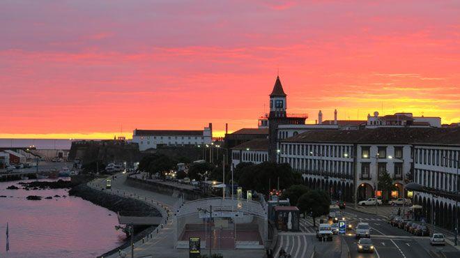 Ponta Delgada by sunset&#10Luogo: Ponta Delgada_São Miguel Island_Azores&#10Photo: Turismo dos Açores