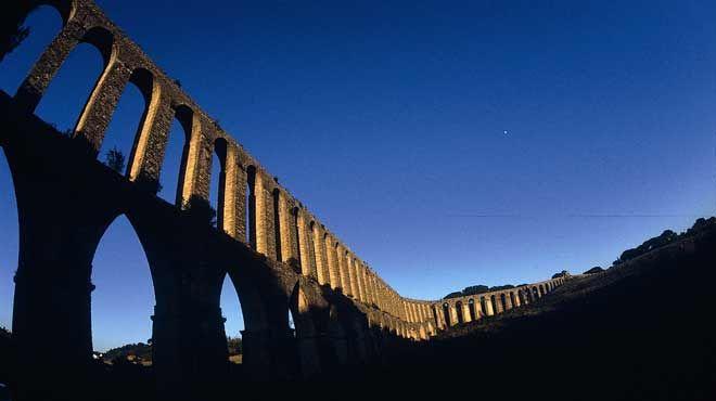 Aqueduto de Pegões Altos&#10Local: Tomar&#10Foto: Região de Turismo dos Templários