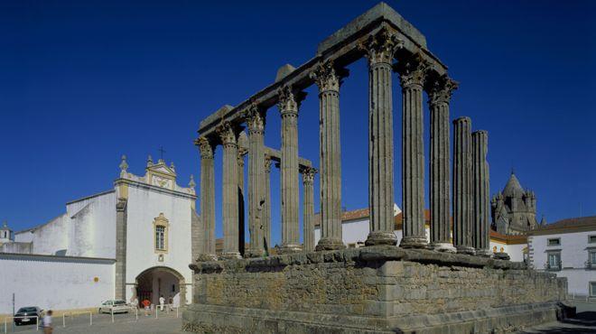 Templo Romano de Évora&#10Place: Évora&#10Photo: João Paulo