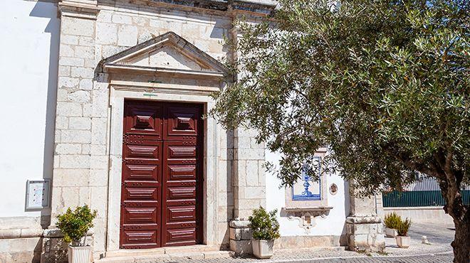 Igreja de Santo Estêvão ou do Santíssimo Milagre&#10地方: Santarém&#10照片: Shutterstock_StockPhotosArt