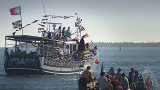 Procissão do mar - barco com a Santa&#10Luogo: Viana