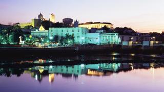 Cidade à noite&#10地方: Tavira&#10照片: Associação de Turismo do Algarve