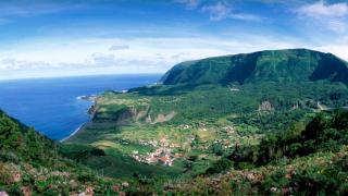 Vista Panorámica&#10Lugar Ilha das Flores nos Açores&#10Foto: Paulo Magalhães