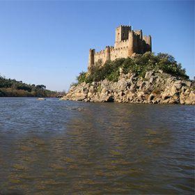 Castelo de Almourol写真: Pérsio Basso_CM Vila Nova da Barquinha